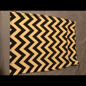 LuLaRoe Cassie Black and Tan chevron skirt 2XL